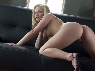 Alexis Texas loses subjugate a while later sticking fingers in her bush