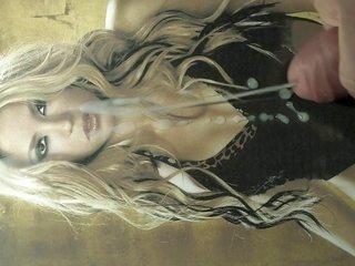 Shakira - TRIBUTE