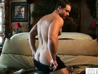 cute lad, beefy muscles, large cock and an awesome pop! What