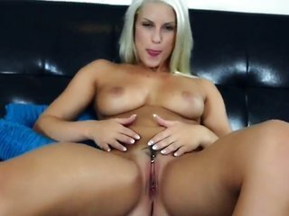 Blanche Bradburry spends time dildoing her bush coz livecam