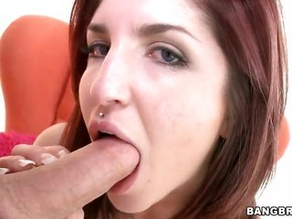 Giselle Leon drops on her knees to gives mouthjob to lovely man