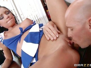 fashionable profess babe Raven Bay is mightily attractive in her blue over and above white cheerleader uniform. Raven haired moll with attractive melo