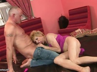 blond Kati Bell depicts off her stimulating anybody as that babe receives her mouth drilled