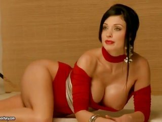 Aletta Ocean with immense marangos does her best to give herself the first spasm in any event